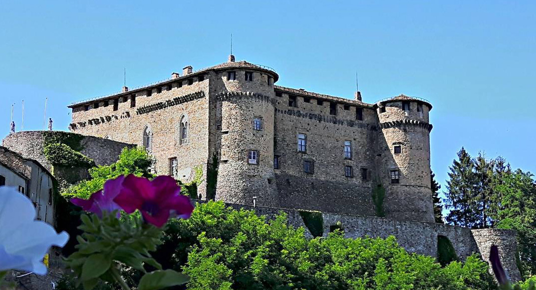 Discovering the Compiano castle and its small charming village