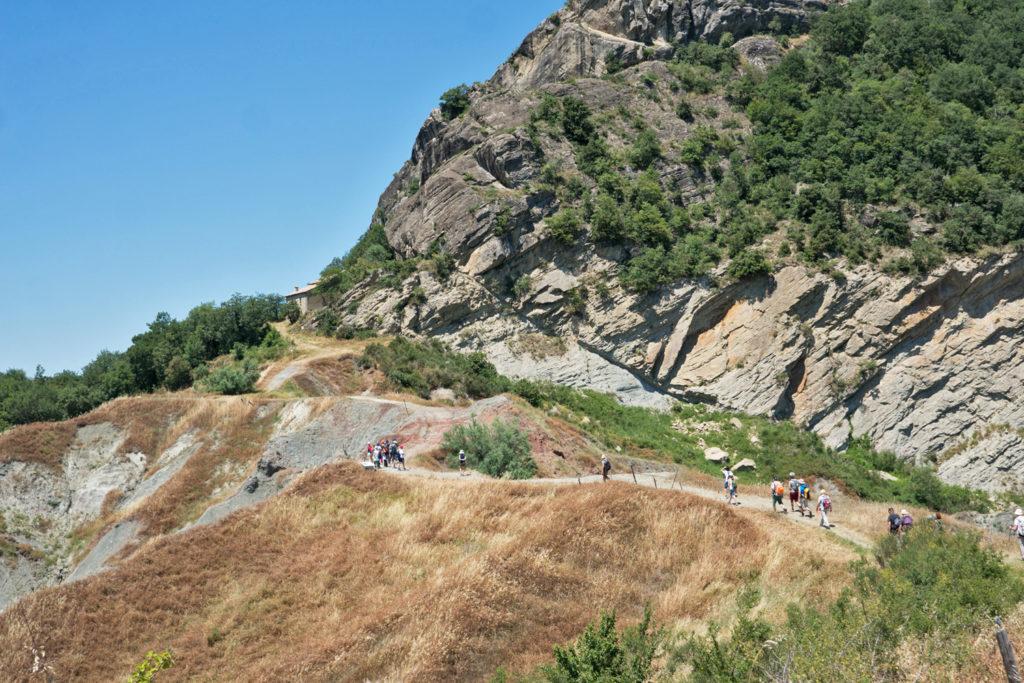 SocialTrek (Cammino di San Francesco)   Ai piedi della rocca di Maioletto
