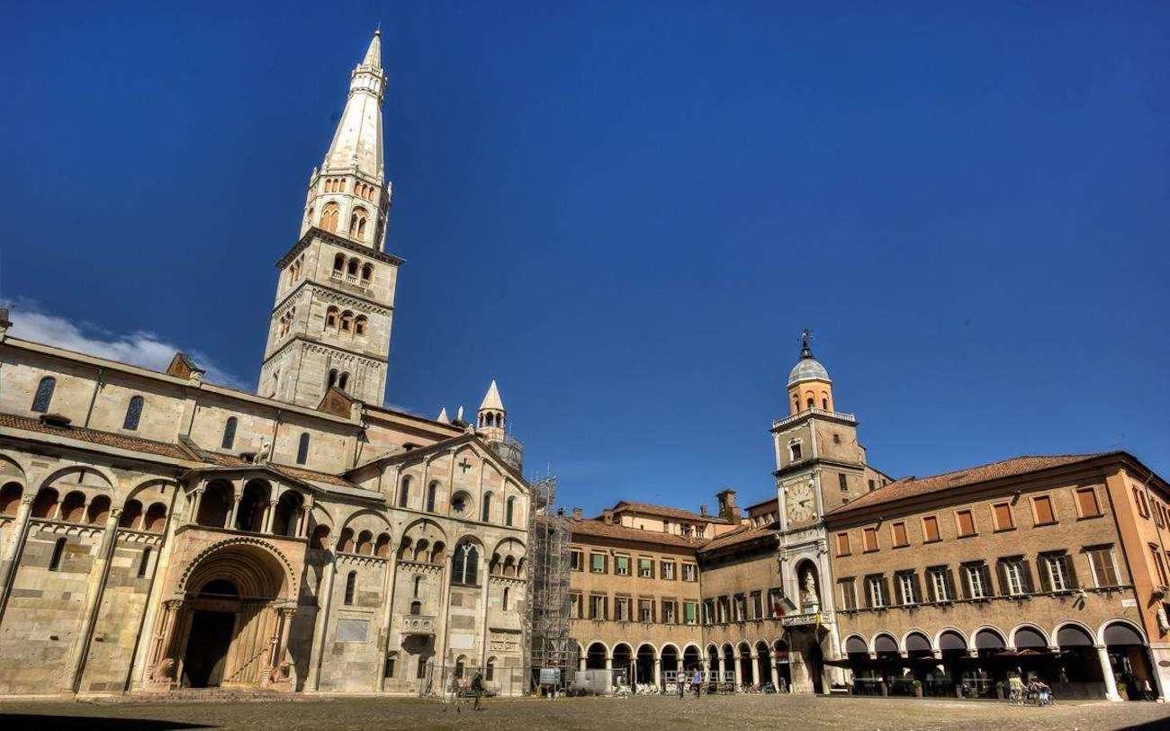 Modena, Piazza Grande   Ph. Simon Falvo