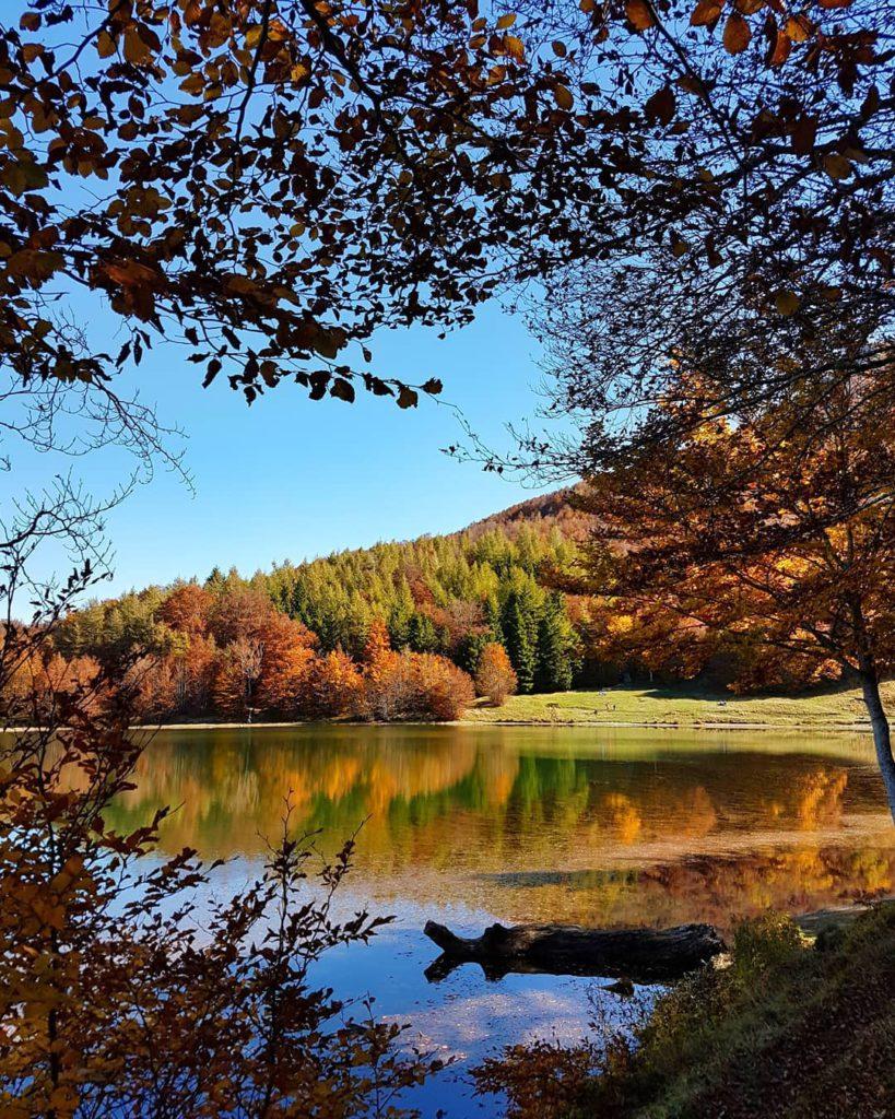 Fall Foliage, Lago del-ventasso-ph.-@brigittalosi.jpg
