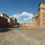 Ferrara, Chiesa S. Giuliano e Castello Estense. ph. M. Baraldi, archivio ferraraterraeacqua.it