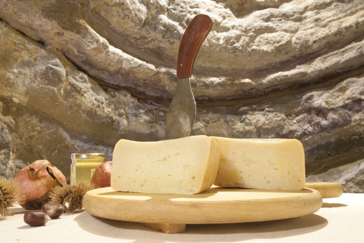 """Fossa Cheese """"Ambra"""" from Talamello   Pic by Paritani, Photo Archive (Province di Rimini)"""