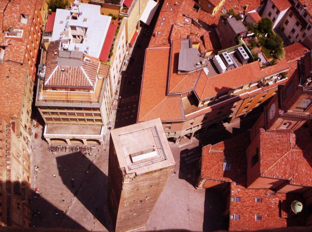 Garisenda Tower Ph. DebbyR via wiki