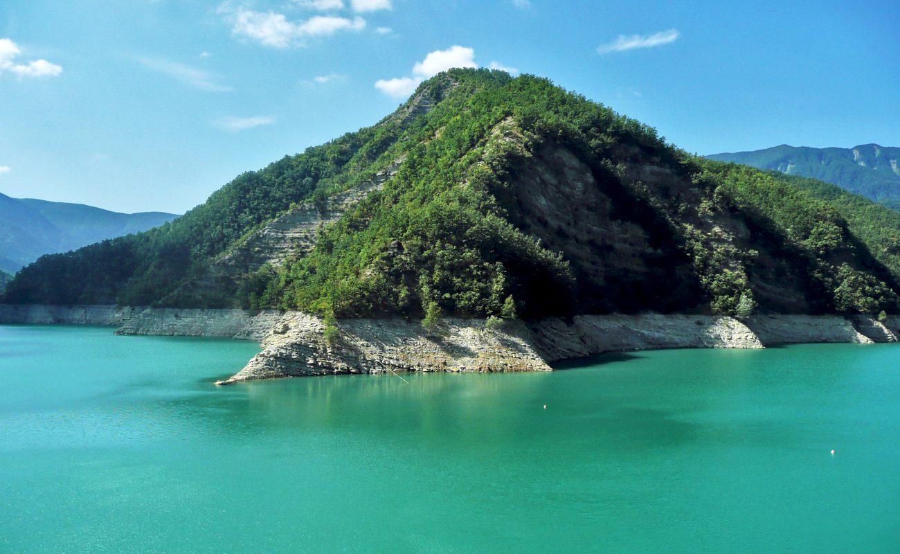 Ridracoli Lake(Bagno di Romagna) | Photo by Sansa55, via Wikimedia