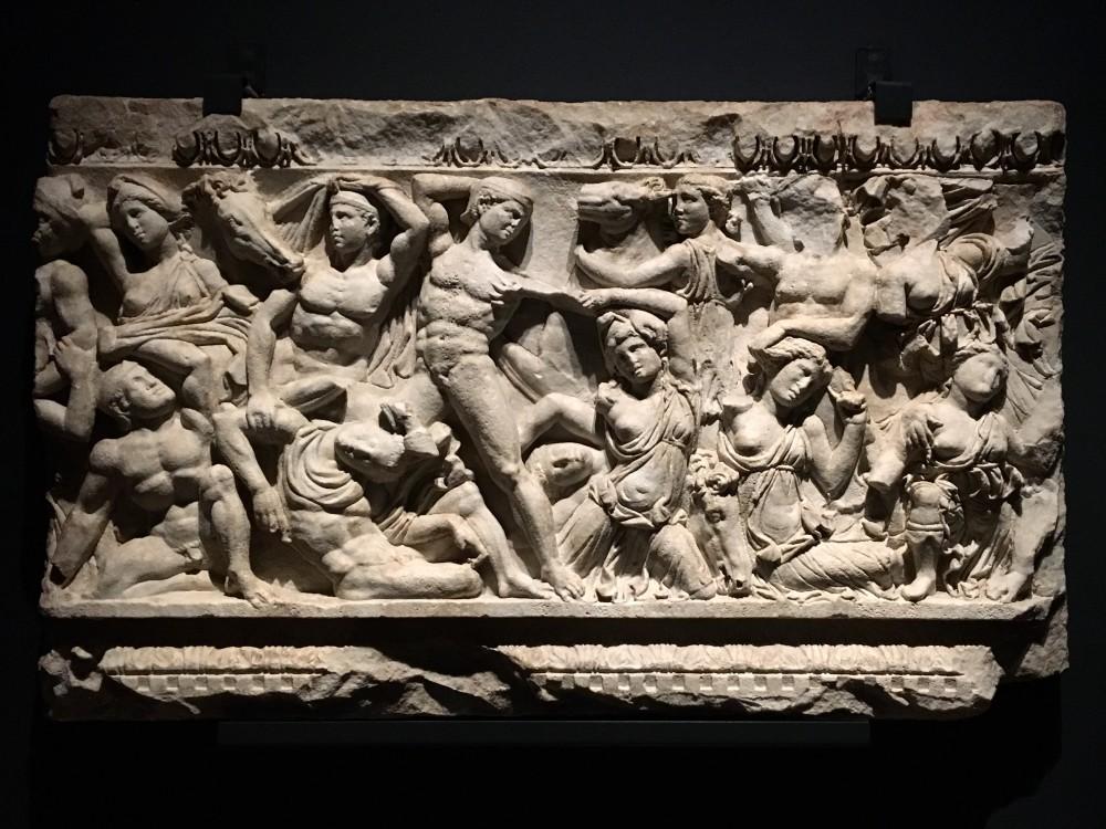 Lastra di sarcofago con amazzonomachia 220-230 d.C, marmo bianco Brescia, Museo di Santa Giulia