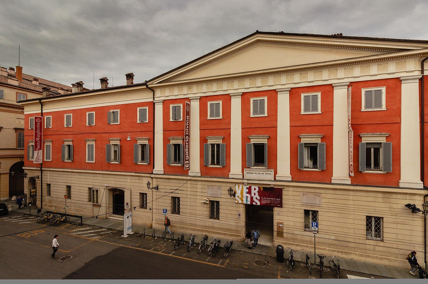 Palazzo Santa Margherita, Modena Ph. Acnaibinidrat via wiki