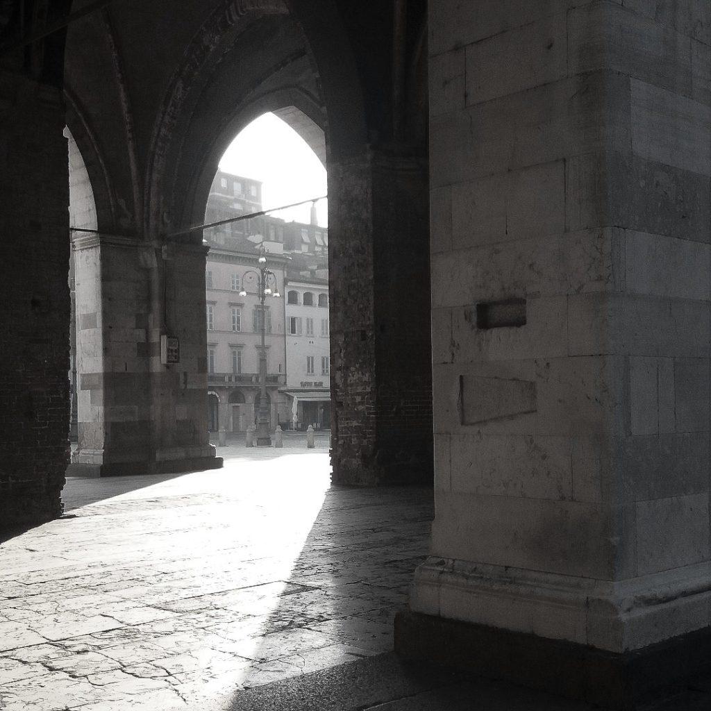Piacenza, misure del coppo e del mattone su Palazzo Gotico | Ph. Archivio Comune di Piacenza
