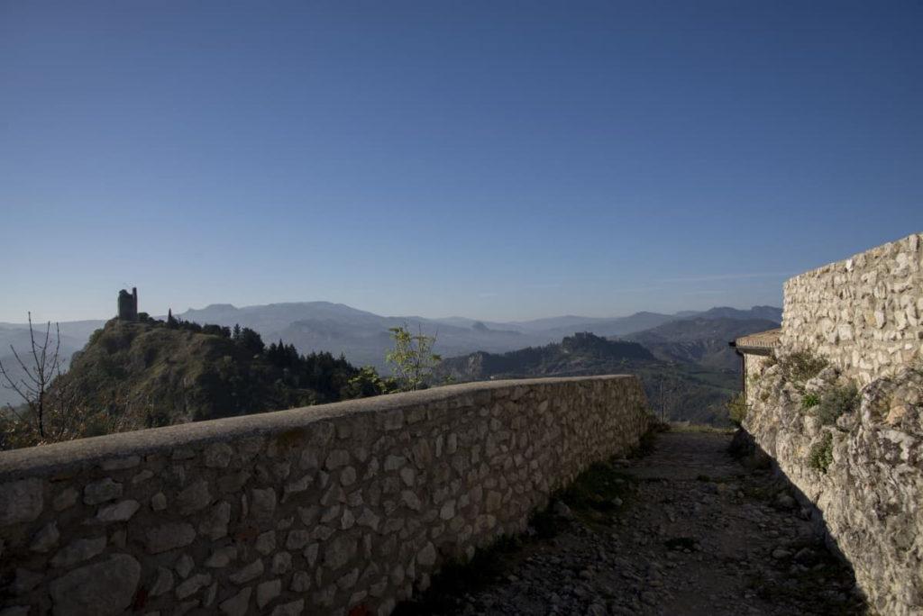 Poggio Torriana (RN), borgo della Scorticata, ph. Riccardo Gallini, archivio VisitRomagna
