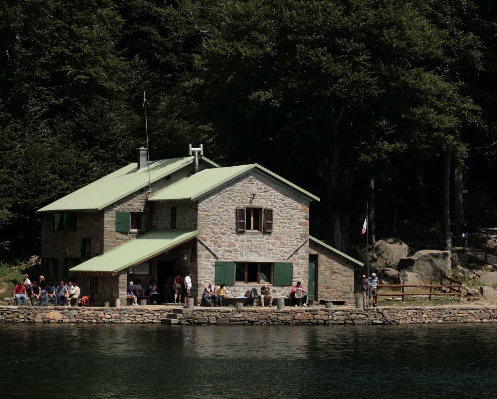 Una giornata al rifugio, tra laghi glaciali e sapori di montagna