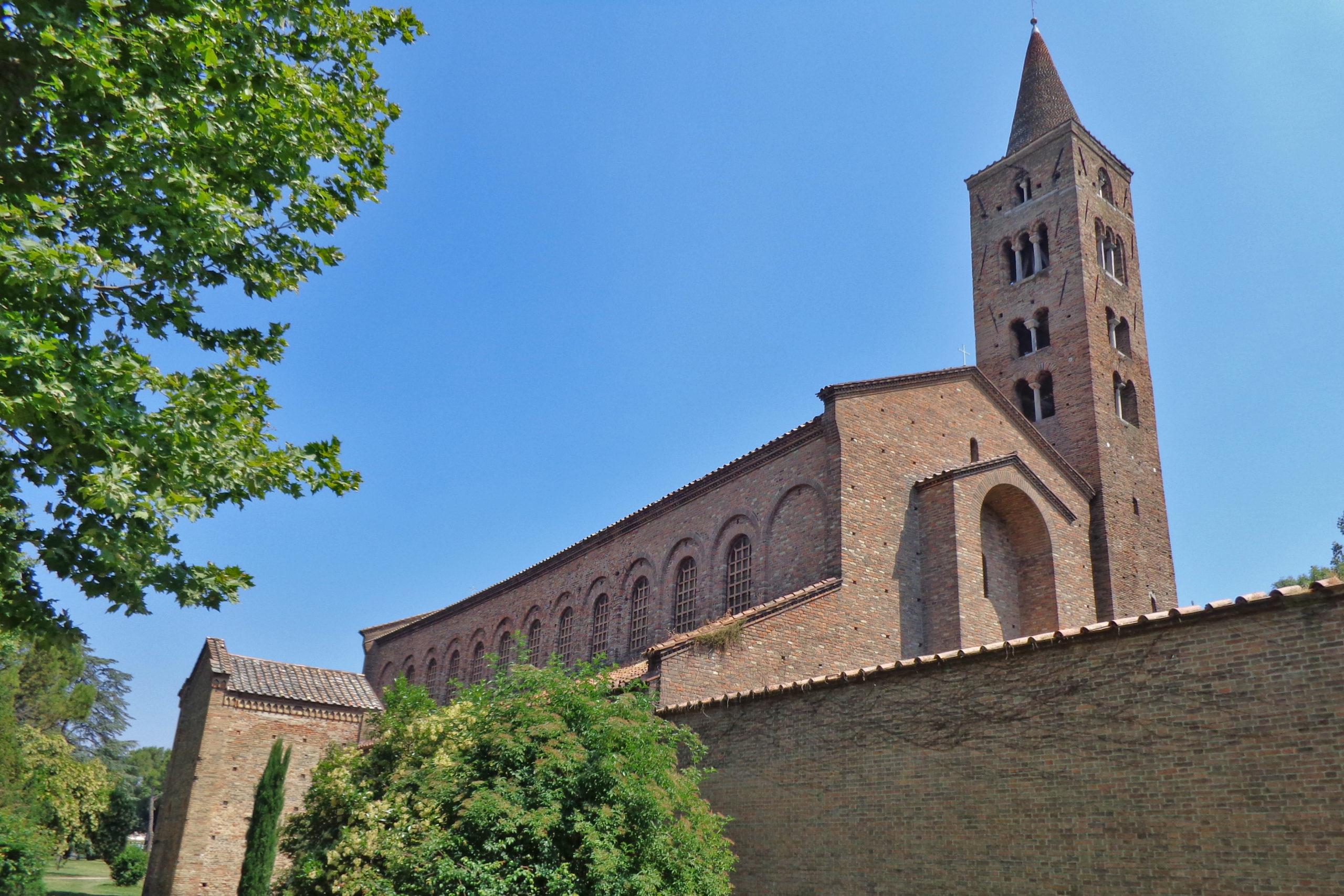 Basilica of San Giovanni Evangelista (Ravenna) | Photo © Superchilum, via Wikimedia
