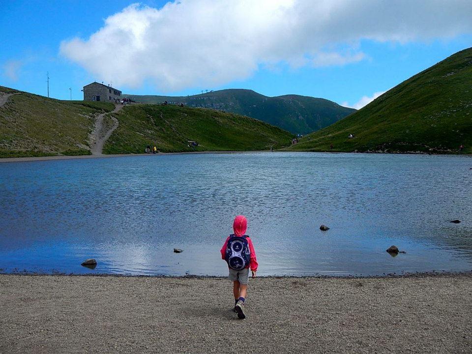 Sulle sponde del Lago Scaffaiolo Ph. Sentieri di cioccolata