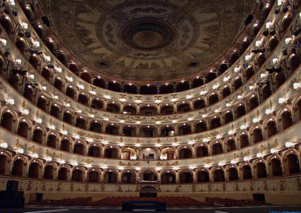 WLM 2013 9° classificata – Ferrara, Teatro Comunale, ph. Lorenzo Gaudenzi CC-BY-SA 3.0
