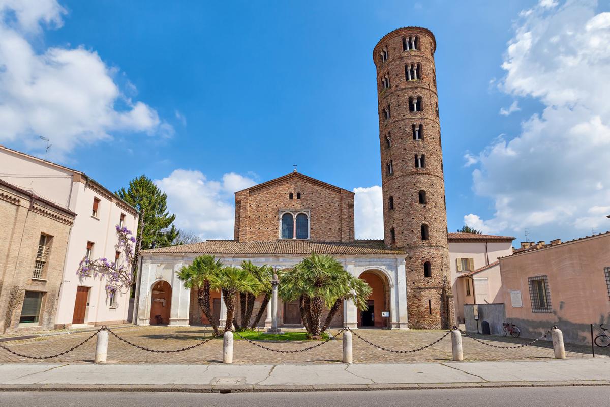 Basilica of Sant'Apollinare Nuovo (Ravenna)   Photo © RavennaTourism