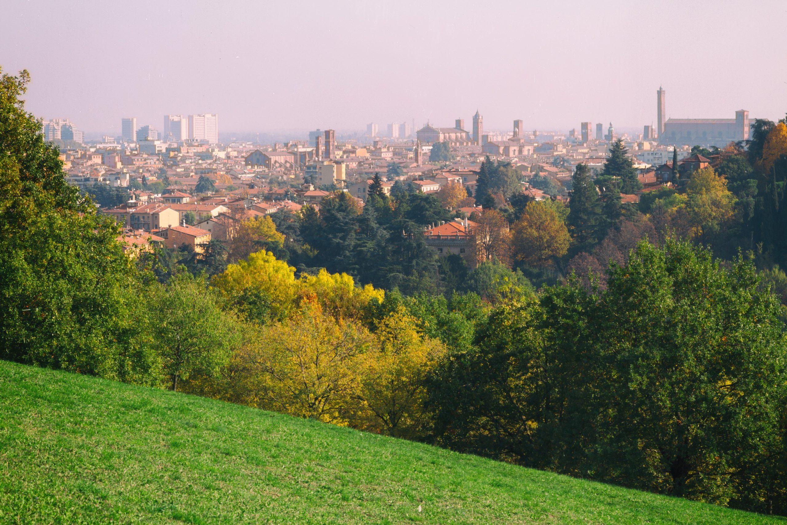 Panorama su Bologna dal giardino di Villa Spada