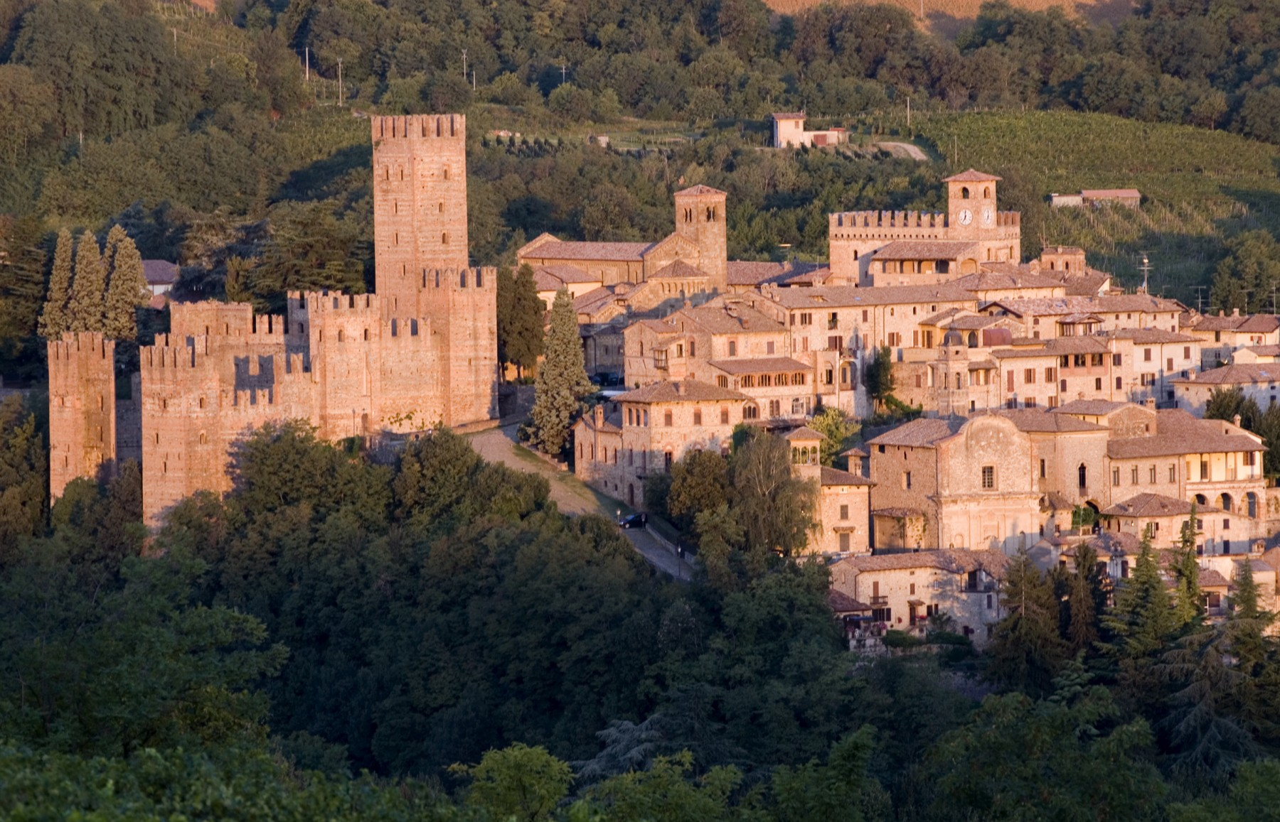 Castell'Arquato: the Middle Ages amid the vineyards