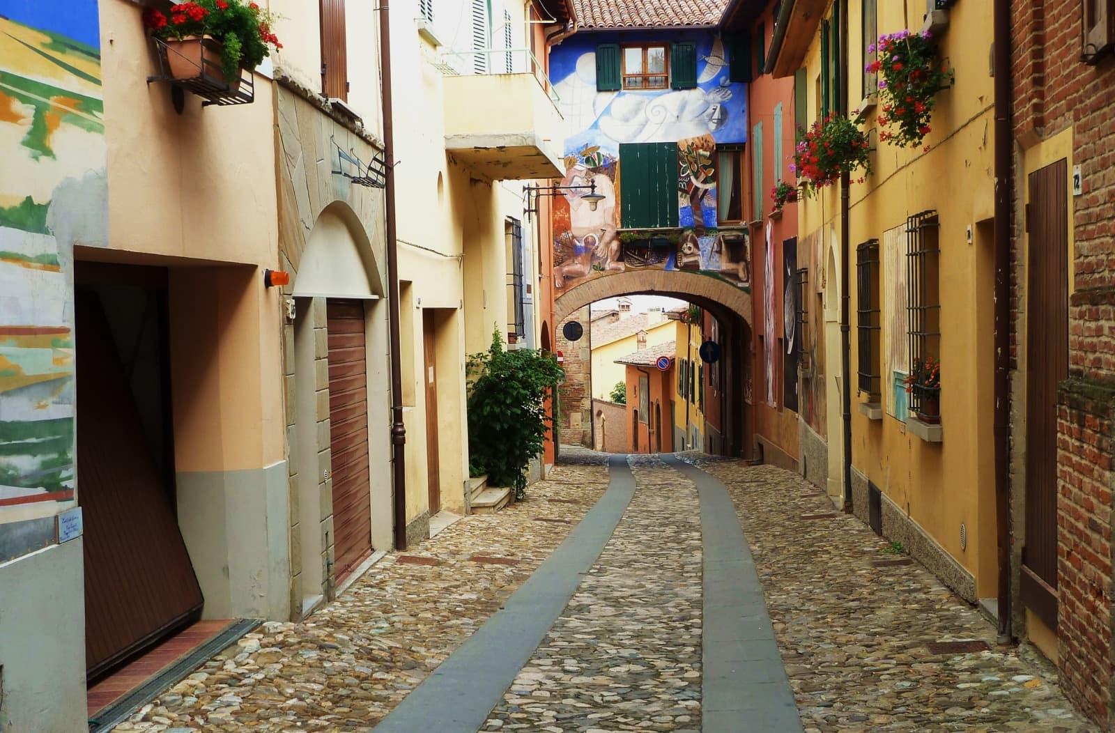 Lungo la Via Emilia: 7 itinerari per conoscere l'Emilia-Romagna