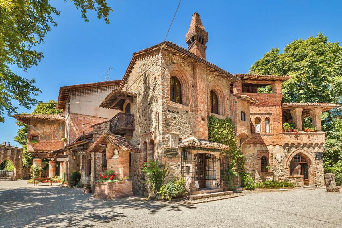 Grazzano Visconti: a dream village in the province of Piacenza