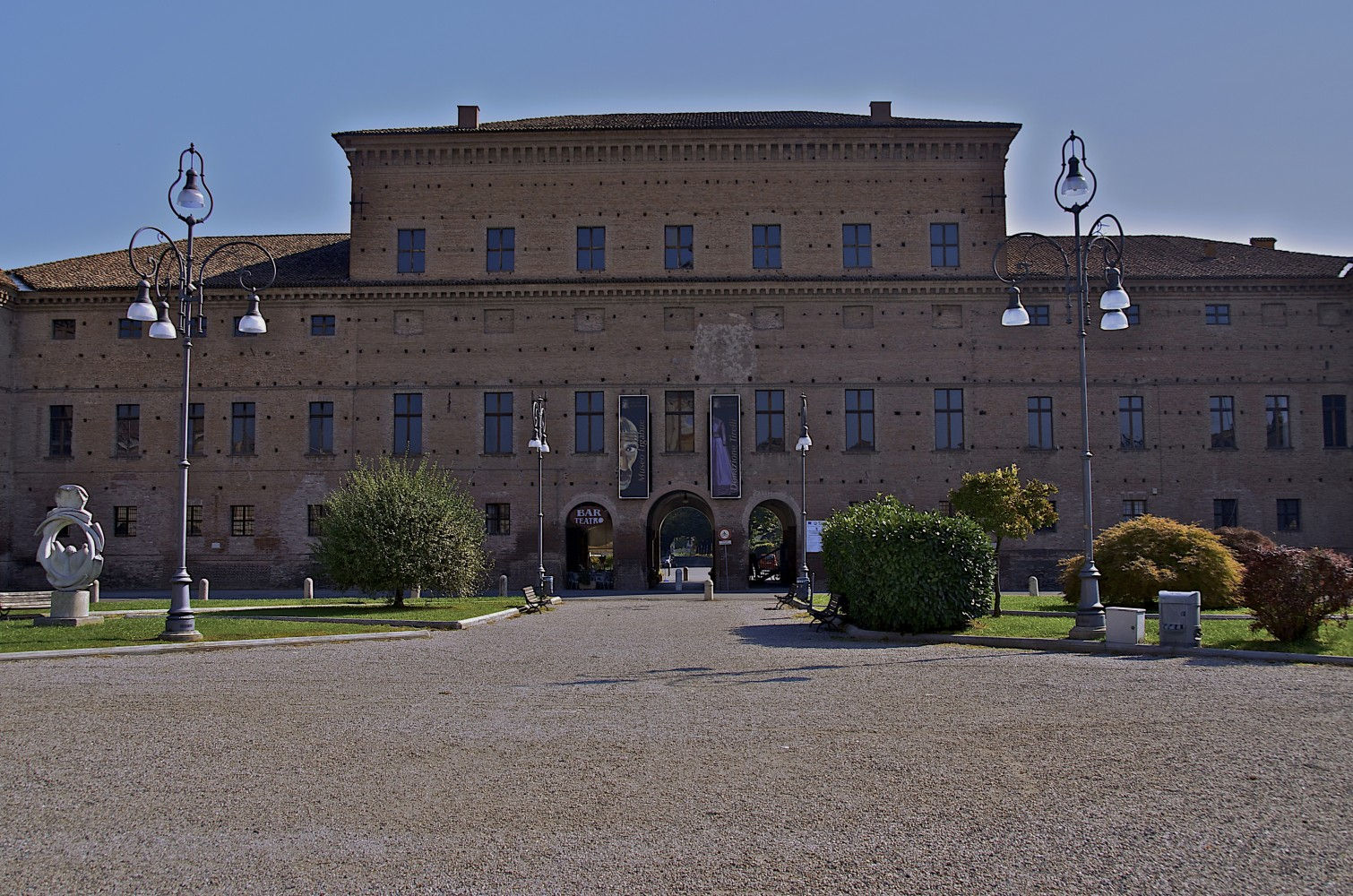 idee di fine estate - 4 mostre nei borghi -n WLM 20013 Gualtieri,palazzo_bentivoglio,ph. caba2011