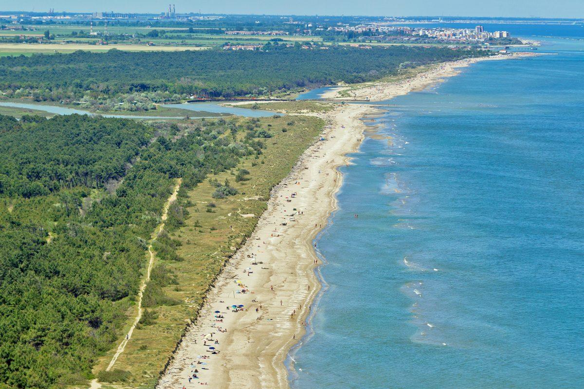 Naturism in Emilia-Romagna:  the Bassona Beach in Ravenna