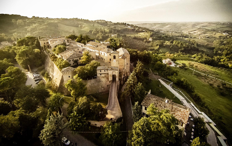 Viaggio a Montegridolfo, uno dei borghi più belli d'Italia