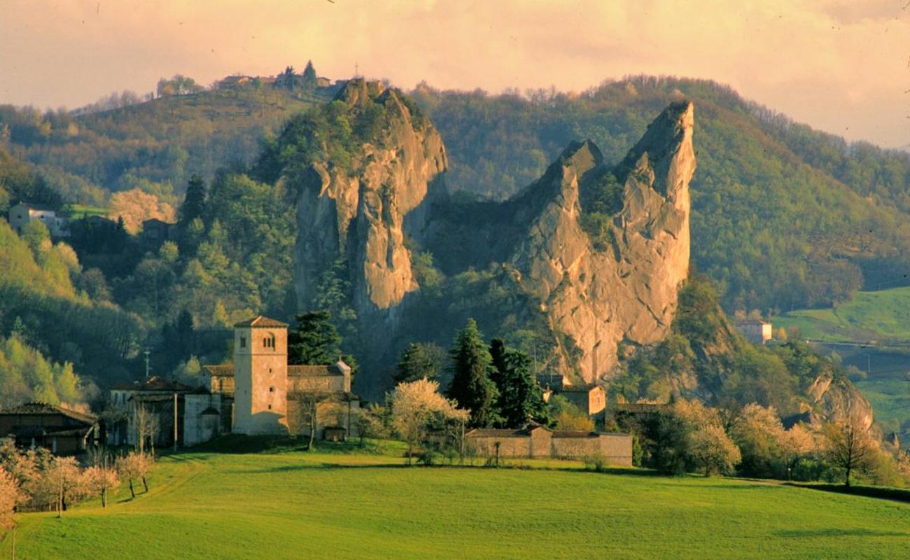 Roccamalatina Rocks (Modena) | Photo takesn from italyformovies.it