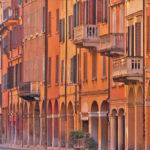 I portici di Bologna, Via Saragozza | Ph. Francobraso, via Wikimedia