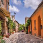 The alleys of Santarcangelo di Romagna (Rimini) | Photo © inviaggioconmonica.it