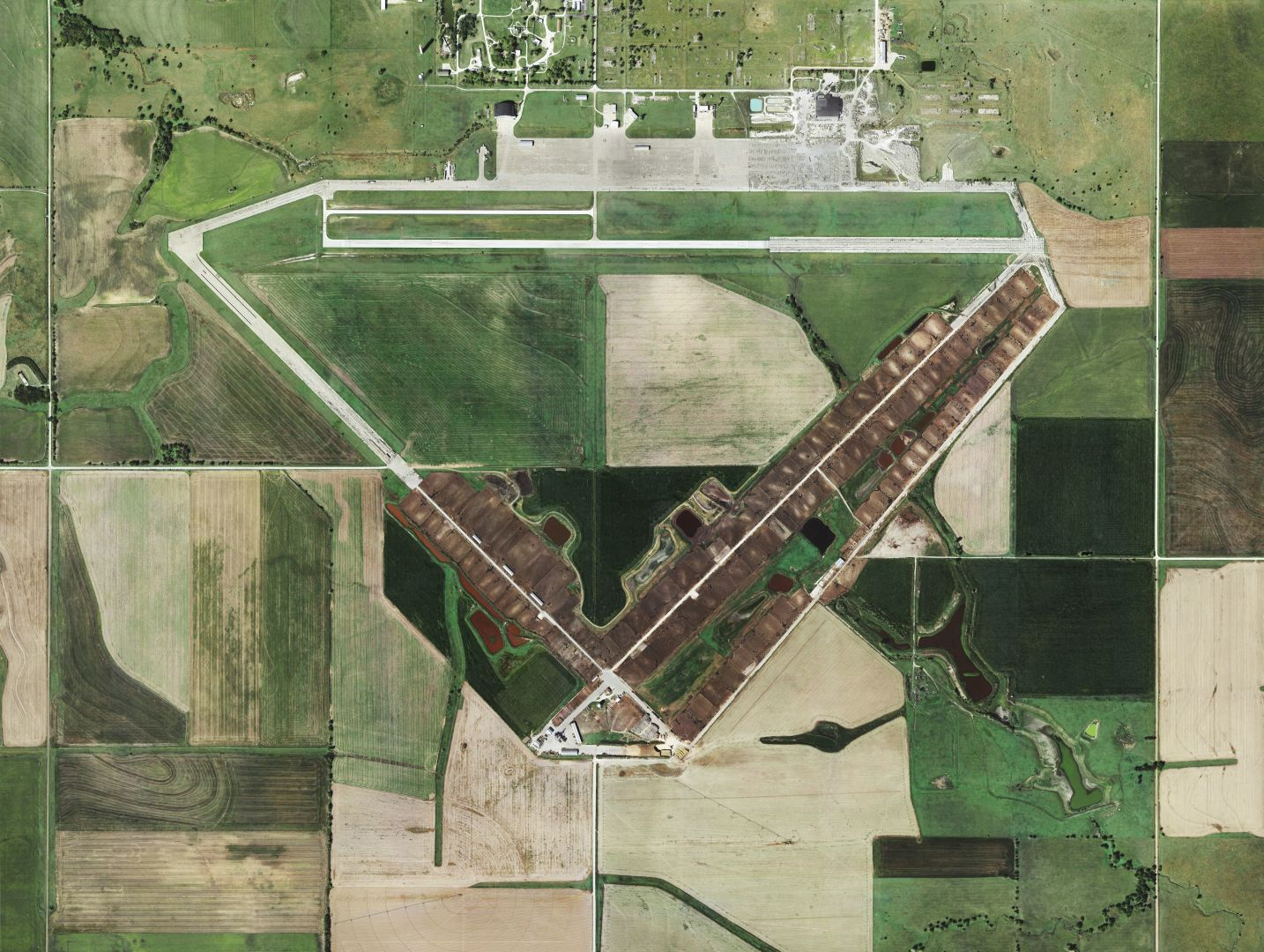 Mishka Henner, Feedlots, Black Diamond Feeders, Herington Air Base, Kansas2013 © Mishka Henner. Courtesy of the artist and Galleria Bianconi, Milano